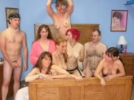 Vidéo porno mobile : Une orgie d'anniversaire bien orchestrée!